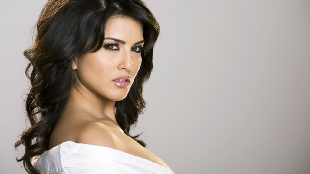 Desktop-Sunny-Leone-HD-Wallpapers-1366x768-5-1024x576