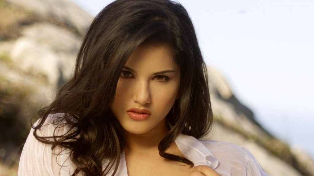 Desktop-Sunny-Leone-HD-Wallpapers-1366x768-9-1024x576