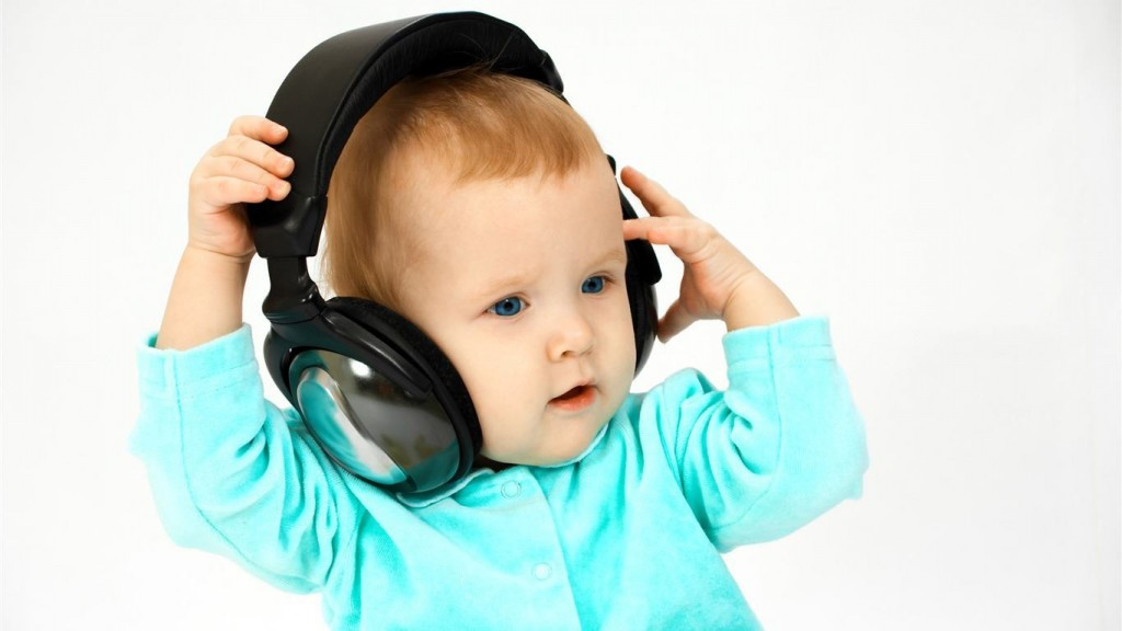 Baby Wallpapers Baby-listening-to-music-wallpa