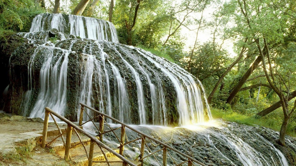 Desktop Fall Background Wallpaper HD 1366x768 Brook_falls_netbook_backgrounds