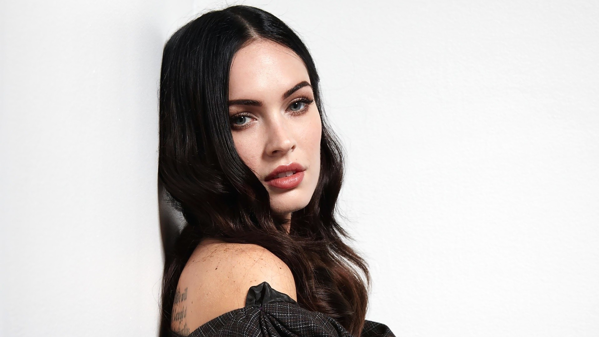 megan fox wallpaper hd...