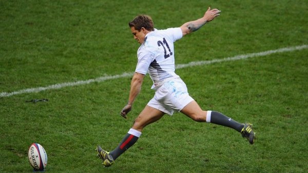 LONDEN, ENGELAND - MAART 13:  Jonny Wilkinson van Engeland schopt een late penalty tijdens de wedstrijd RBS Six Nations tussen Engeland en Schotland op Twickenham Stadium op maart 13, 2011 in Londen, Engeland.  (Foto door Mike Hewitt / Getty Images) *** Local Caption *** Johnny Wilkinson