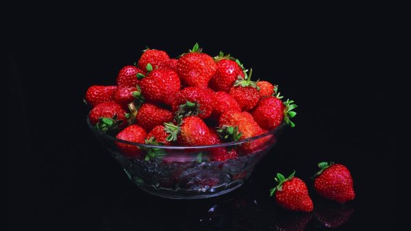 strawberry-wallpaper-HD3-600x338