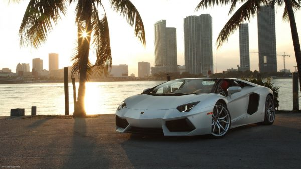 wallpaper-lamborghini-HD2-600x338