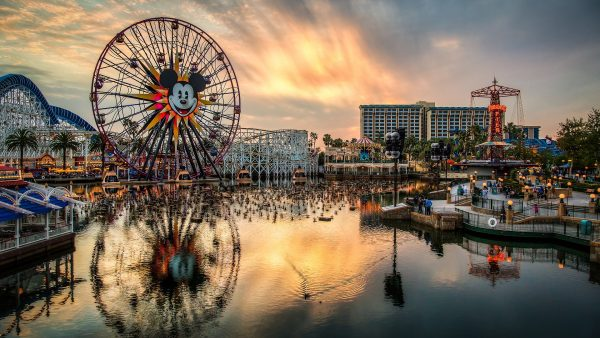 disneyland-wallpaper1-600x338