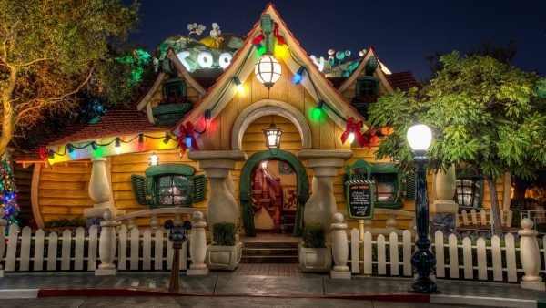 disneyland-wallpaper7-600x338