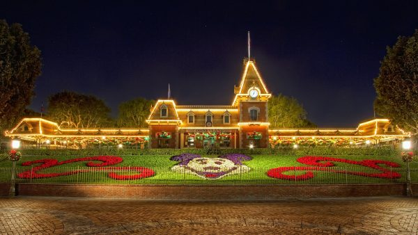disneyland-wallpaper8-600x338
