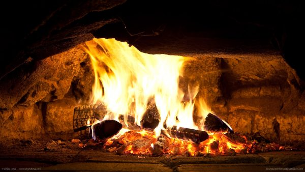 fireplace-wallpaper1-600x338