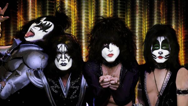 kiss-wallpaper2-600x338