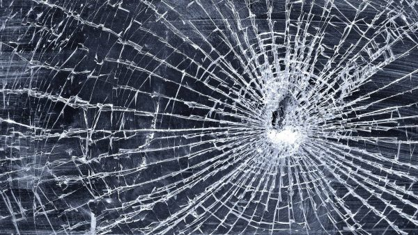 cracked-screen-wallpapers-HD3-600x338