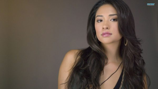 shay-mitchell-wallpaper-HD2-600x338