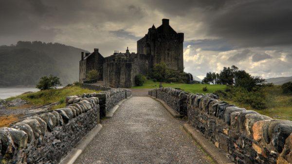 castle-wallpaper1-600x338