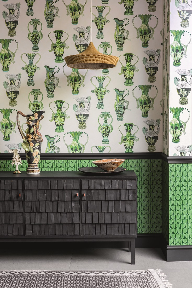 A-grand-design-featuring-classical-vases-entwined-with-leopards-lions-and-other-African-a-wallpaper-wp423356
