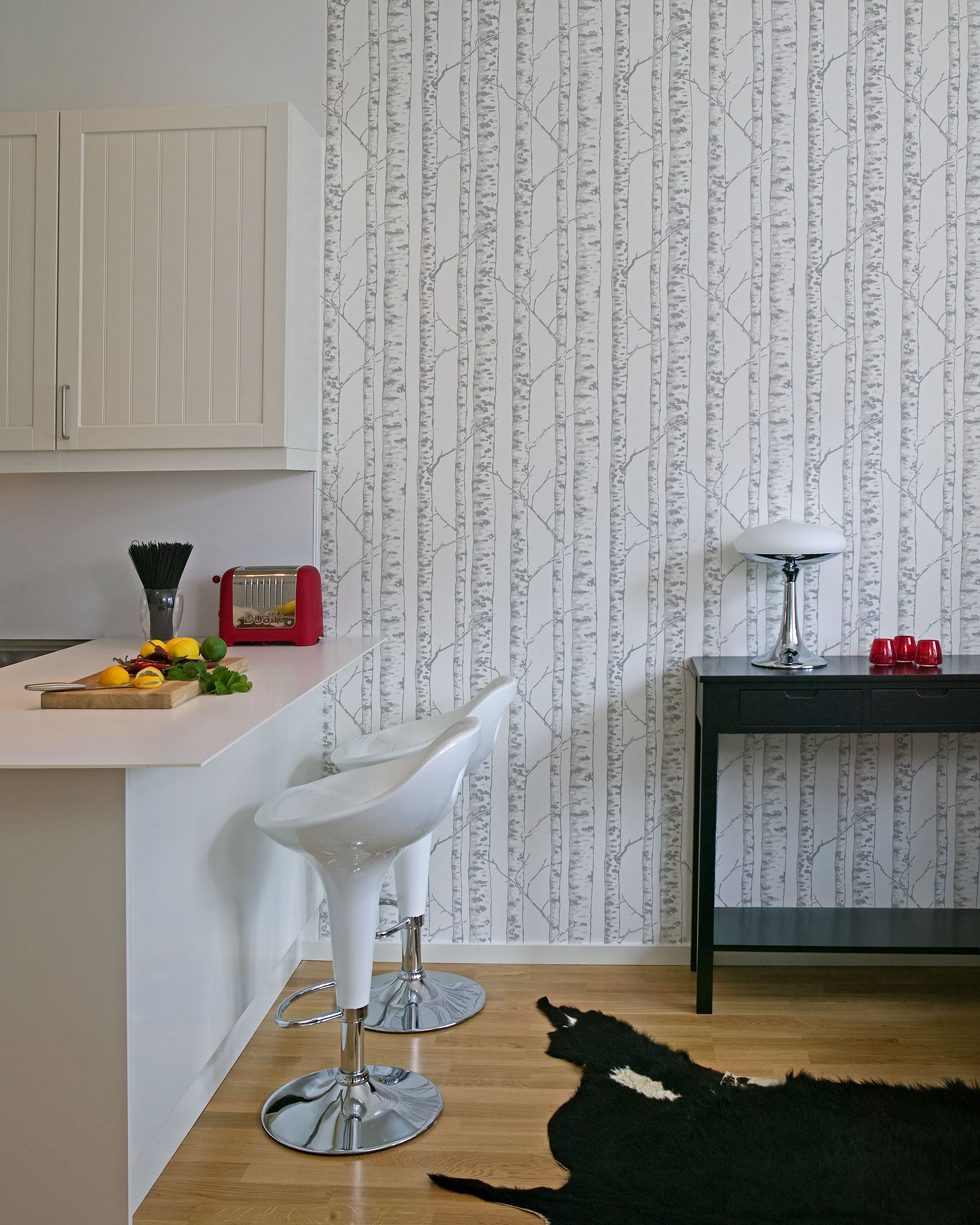 A-wonderful-all-over-birch-tree-design-with-silver-grey-bark-set-against-a-soft-off-white-background-wallpaper-wp423387