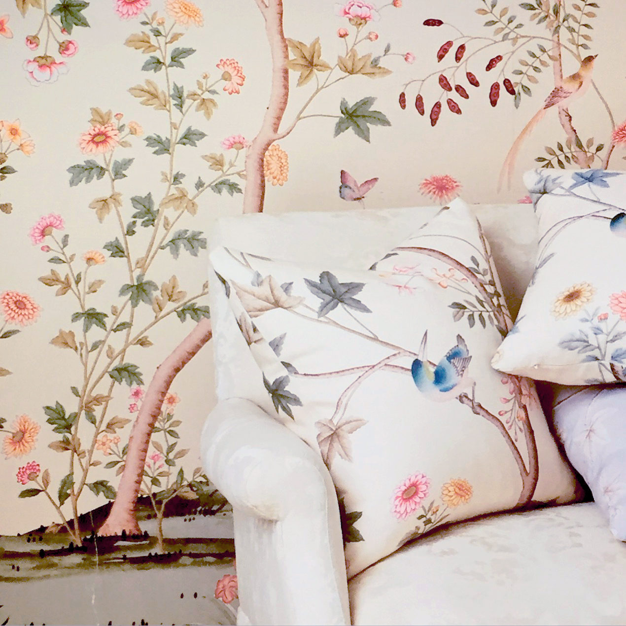 AERIN%E2%80%99s-New-Fabrics-Wall-Coverings-wallpaper-wp5803310-1