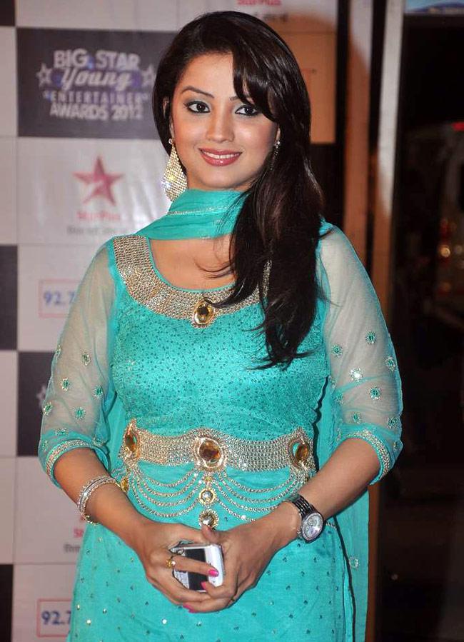 Adaa-Khan-Bollywood-Fashion-wallpaper-wp5203864