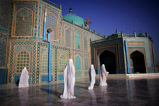 Afghanistan-during-Ramadan-Blue-Mosque-wallpaper-wp6001926