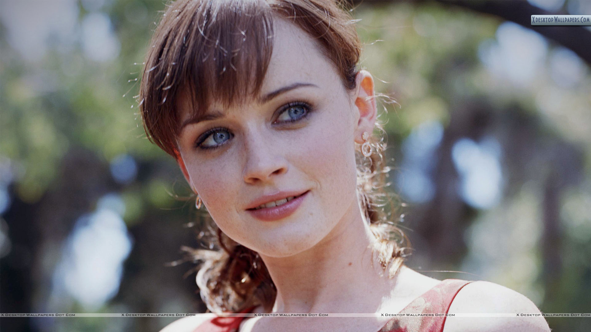 Alexis-Bledel-Cute-Smiling-Face-Closeup-1920%C3%971080-wallpaper-wp3602346