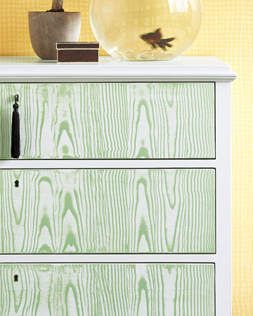An-embossed-paint-rocker-and-a-combing-tool-dragged-through-a-green-glaze-leave-a-faux-bois-wood-wallpaper-wp6002003