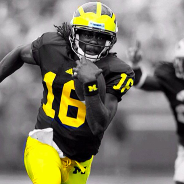 And-he-s-off-Denard-wallpaper-wp5803435