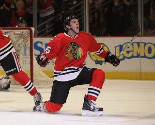 Andrew-Shaw-Chicago-Blackhawks-st-star-of-the-game-read-on-wallpaper-wp5803451