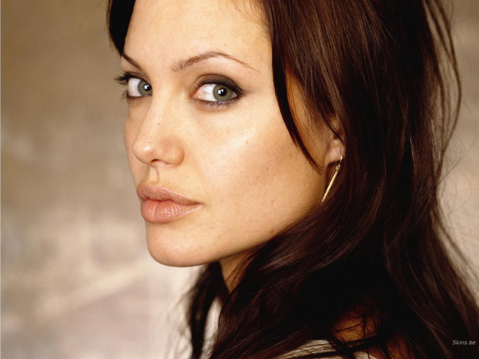 Angelina-Jolie-http-www-wallarena-com-angelina-jolie-html-wallpaper-wp6002011