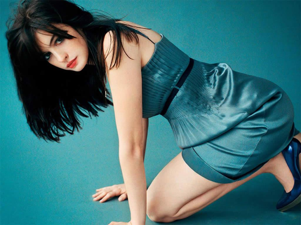 Anne-Hathaway-HDy-Blue-Dress-wallpaper-wp4404531