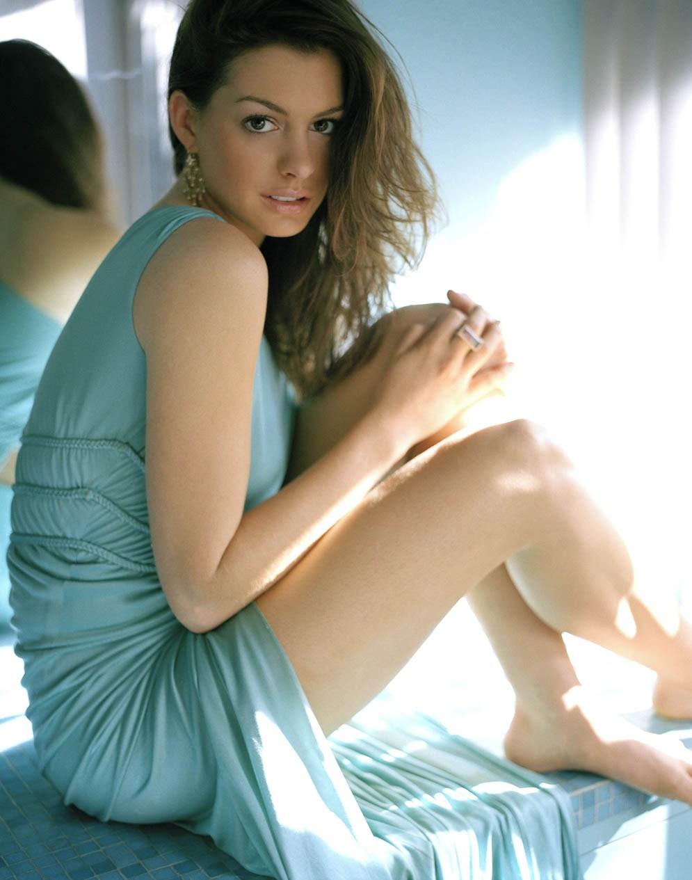Anne-Hathaway-Hot-Legs-Bare-Feet-wallpaper-wp4404520