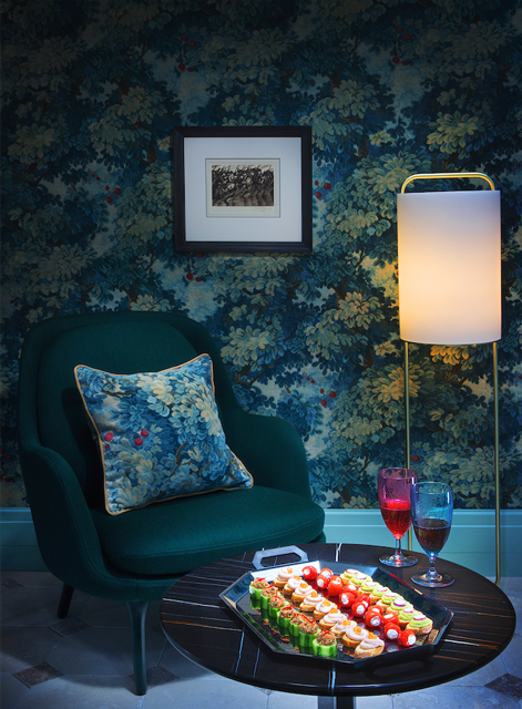 Another-great-application-of-Marly-and-velvet-in-mag-December-issue-wallpaper-wp3003261