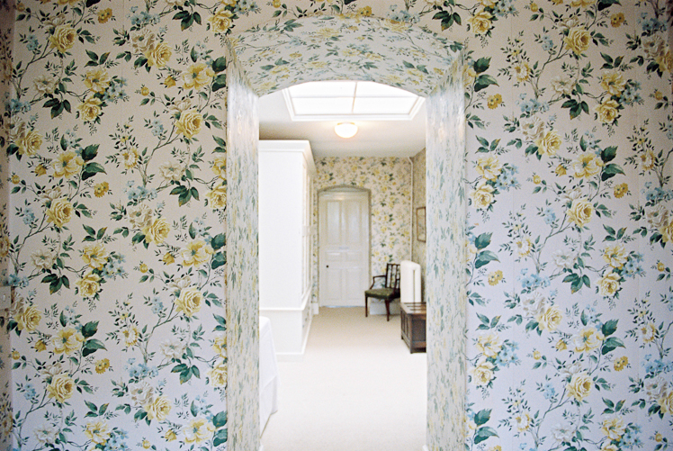 Ardington-House-by-Katharine-Peachey-interiors-interiorphotography-floralinterior-wallpaper-wp3003304