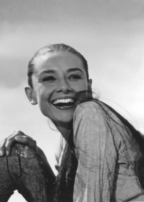 Audrey-Hepburn-beautiful-smile-laugh-black-white-starlet-portrait-brilliant-natura-wallpaper-wp423801-1