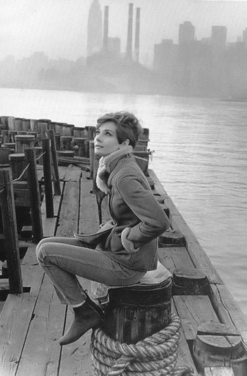 Audrey-Hepburn-love-this-casual-Audrey-never-seen-this-photo-before-wallpaper-wp423800-1
