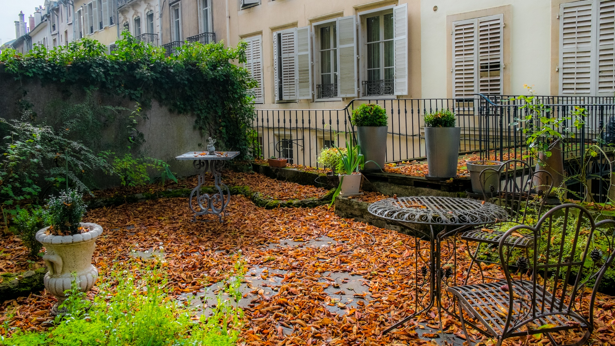 Autumn-in-town-by-domgauthey-on-px-wallpaper-wp3003377
