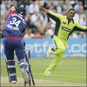 Bad-Boy-of-Cricket-Shoaib-Akhtar-wallpaper-wp5403528