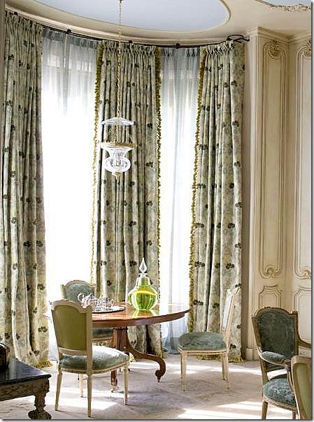 Barry-Dixon-Interior-Design-feature-Colony-Monochromo-drapery-wallpaper-wp3003487