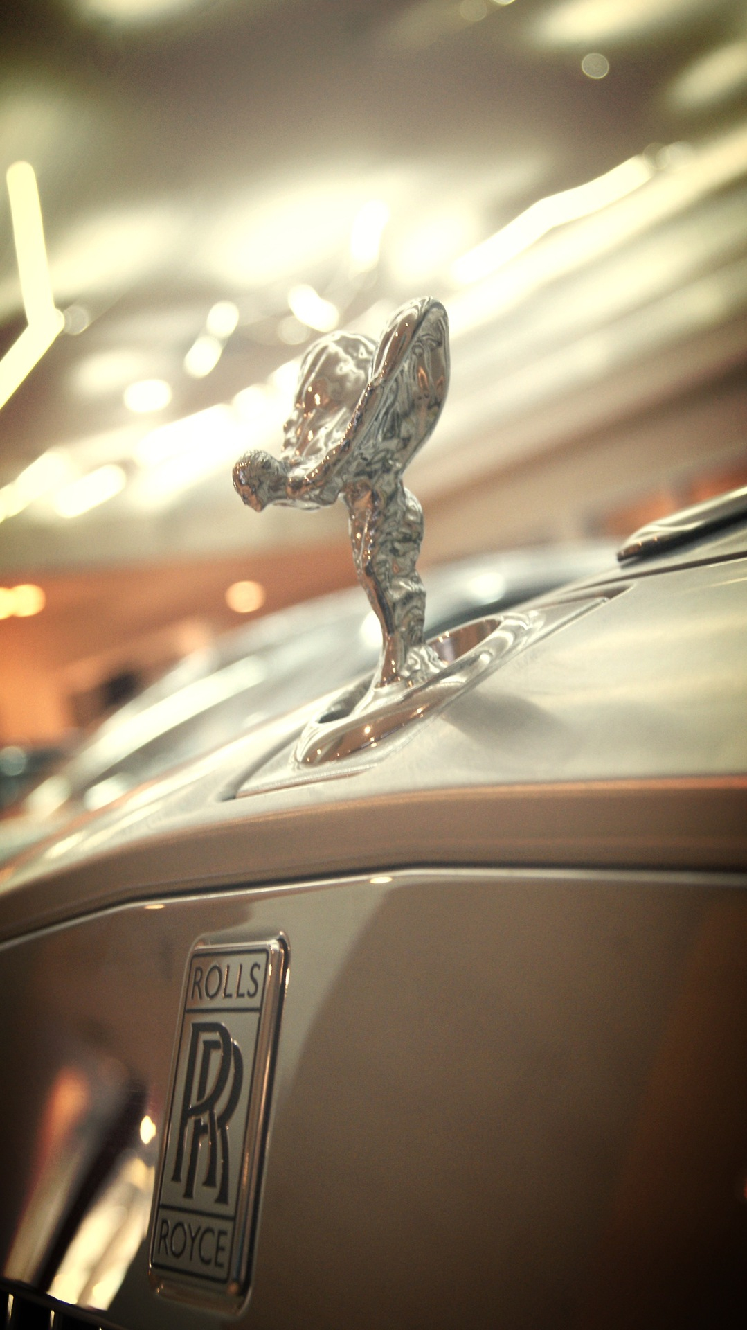 Beautiful-Closeup-of-a-Rolls-Royce-Spirit-of-Ecstasy-Ornament-wallpaper-wp4604111