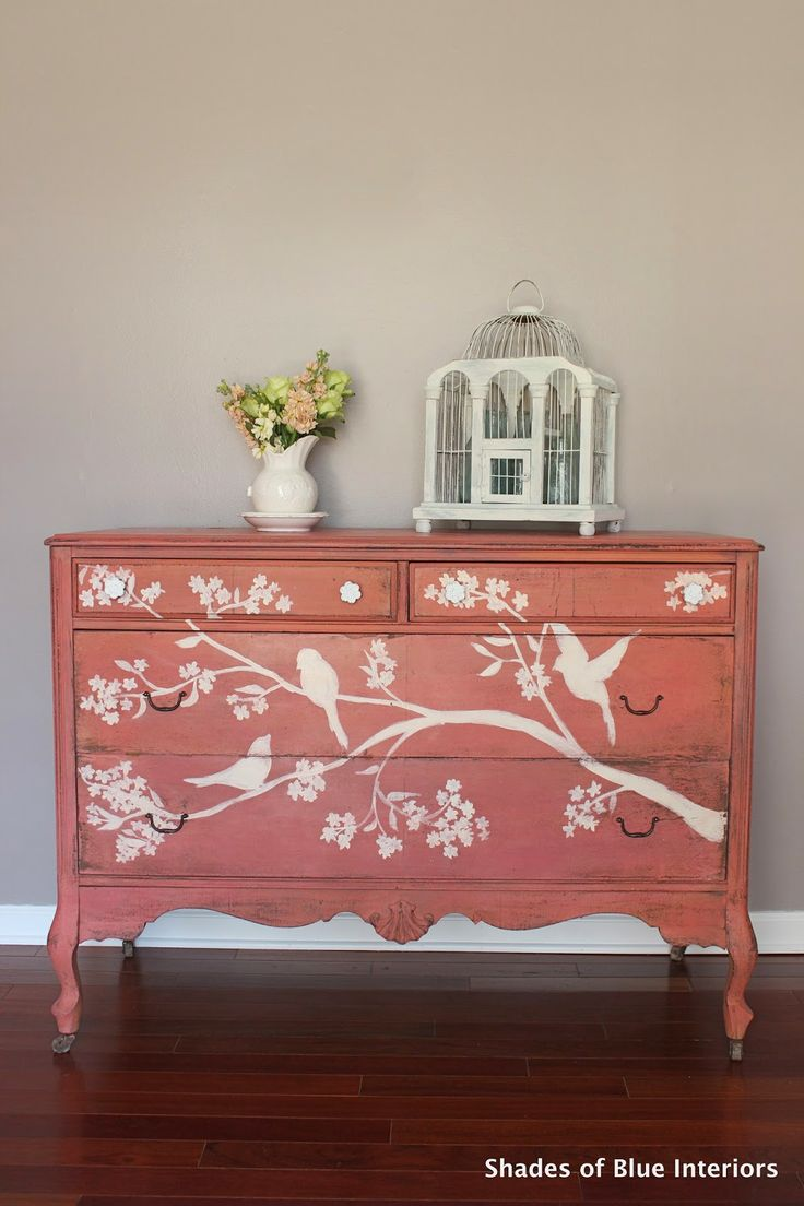 Beautiful-bird-inspired-interior-with-a-hand-painted-french-chest-wallpaper-wp5603268