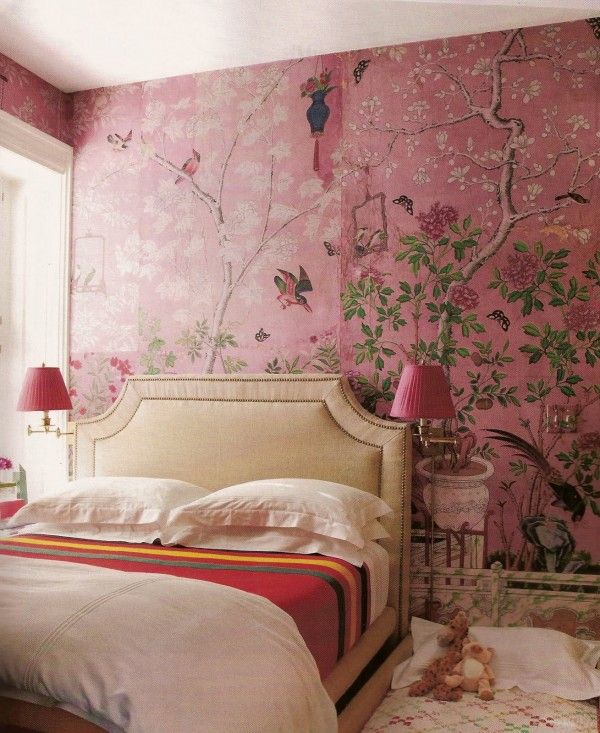 Beautiful-feminine-pink-bedroom-with-Chinoiserie-wallpaper-wp4604114
