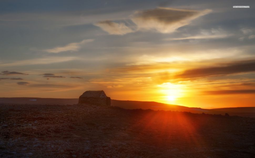 Beautiful-golden-sunset-over-the-desert-ruins-HD-wallpaper-wp3603122