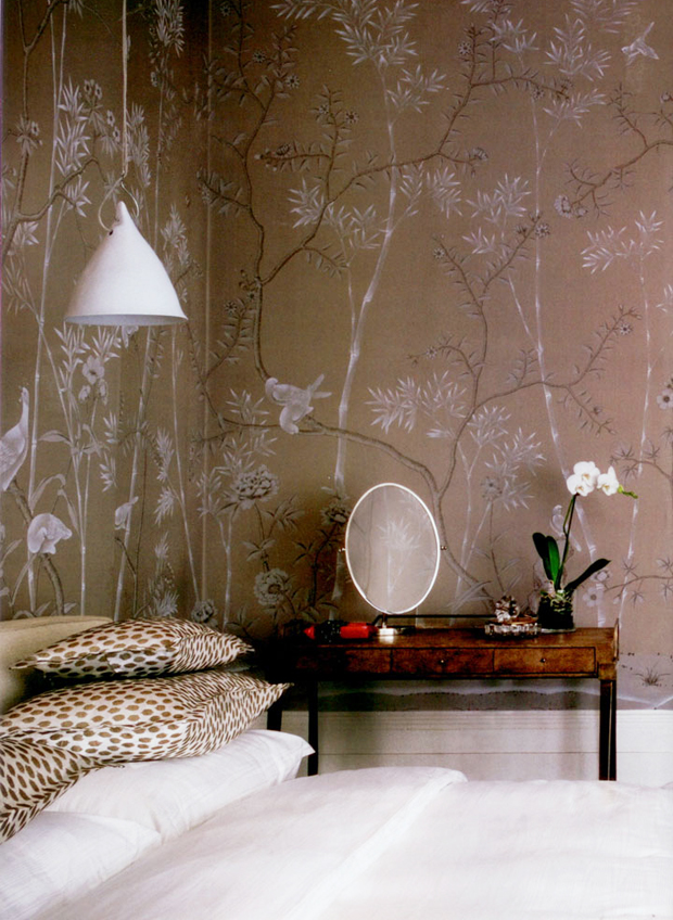 Bedroom-Bliss-de-Gournay-chinoiserie-in-Portobello-design-on-grey-dyed-silk-Cream-and-ch-wallpaper-wp4604153-2