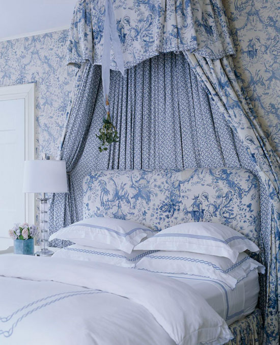 Bedroom-Decorating-Ideas-Totally-Toile-Traditional-Home%C2%AE-wallpaper-wp4405012