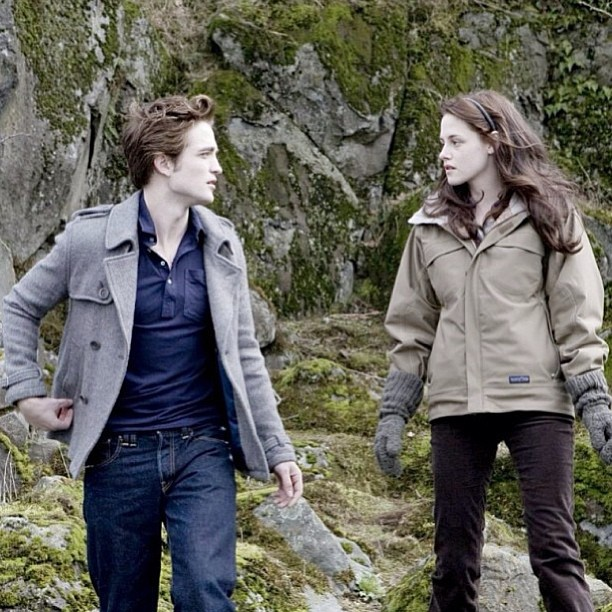 Bella-and-Edward-wallpaper-wp424032-1