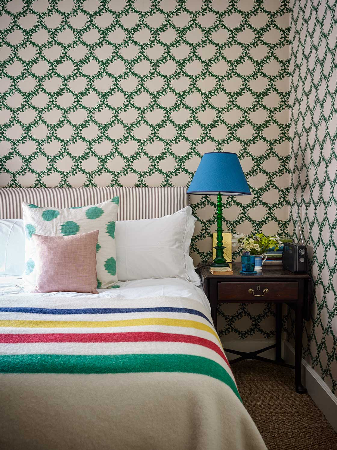 Ben-and-Charlie-live-on-the-top-floor-of-an-old-Georgian-house-in-Bloomsbury-wallpaper-wp5803943-1