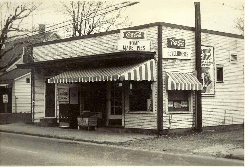 Bevelhimers-Store-on-Madison-Ave-Anderson-l-Indiana-Take-note-of-that-Green-Box-in-front-that-was-wallpaper-wp424084-1