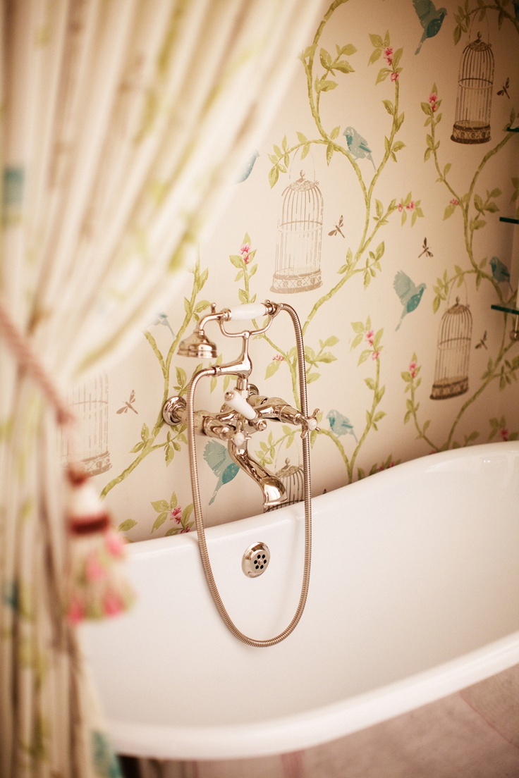 Birdcage-Walk-by-Nina-Campbell-www-osborneandlittle-com-wallpaper-wp3003714