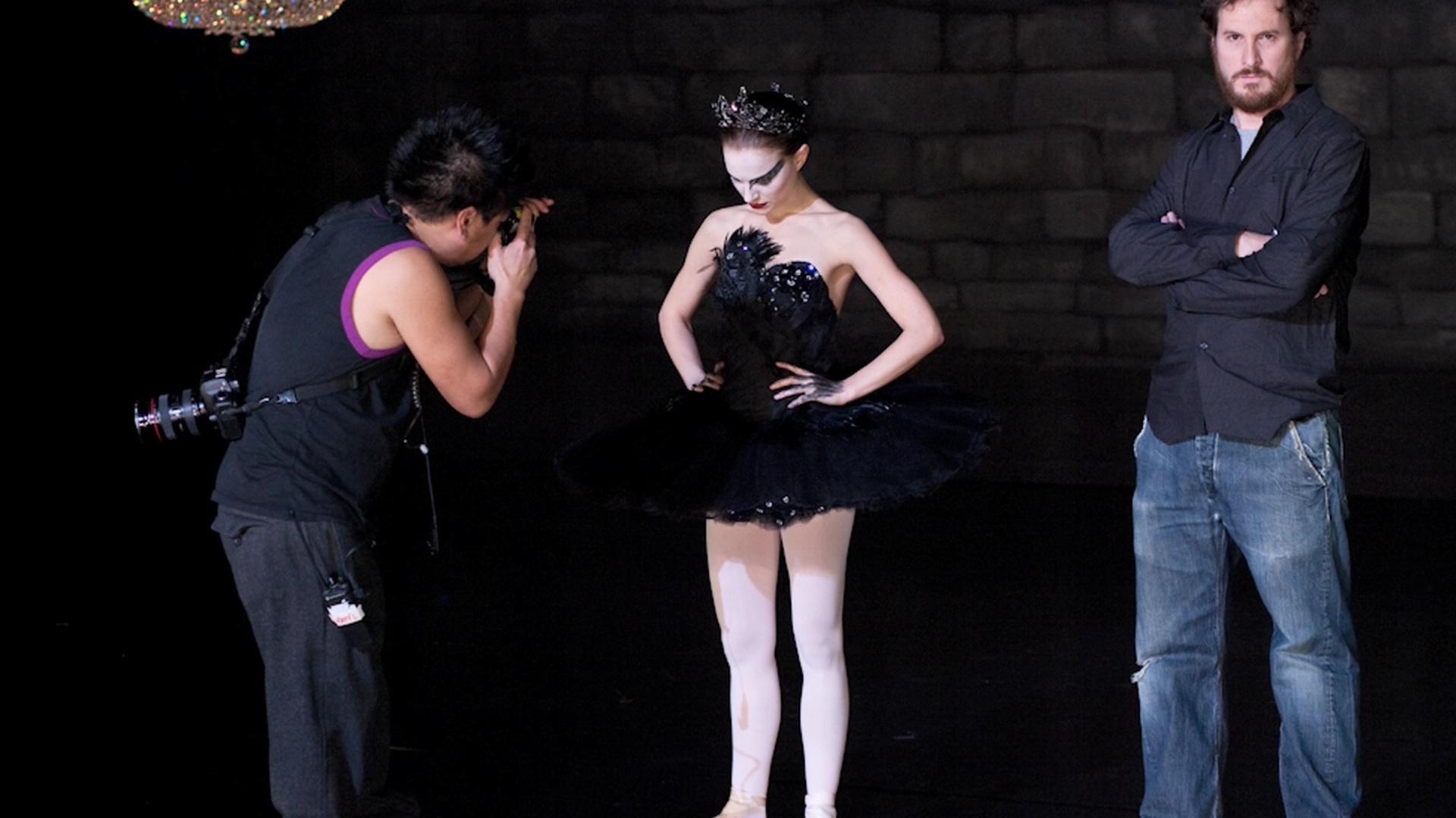 Black-Swan-Natalie-Portman-Fanpop-wallpaper-wp3603443
