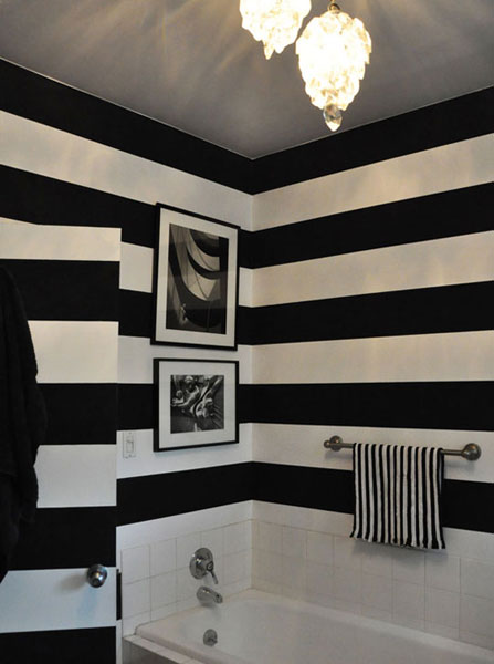 Black-and-white-stripes-on-bathroom-wall-wallpaper-wp6002394