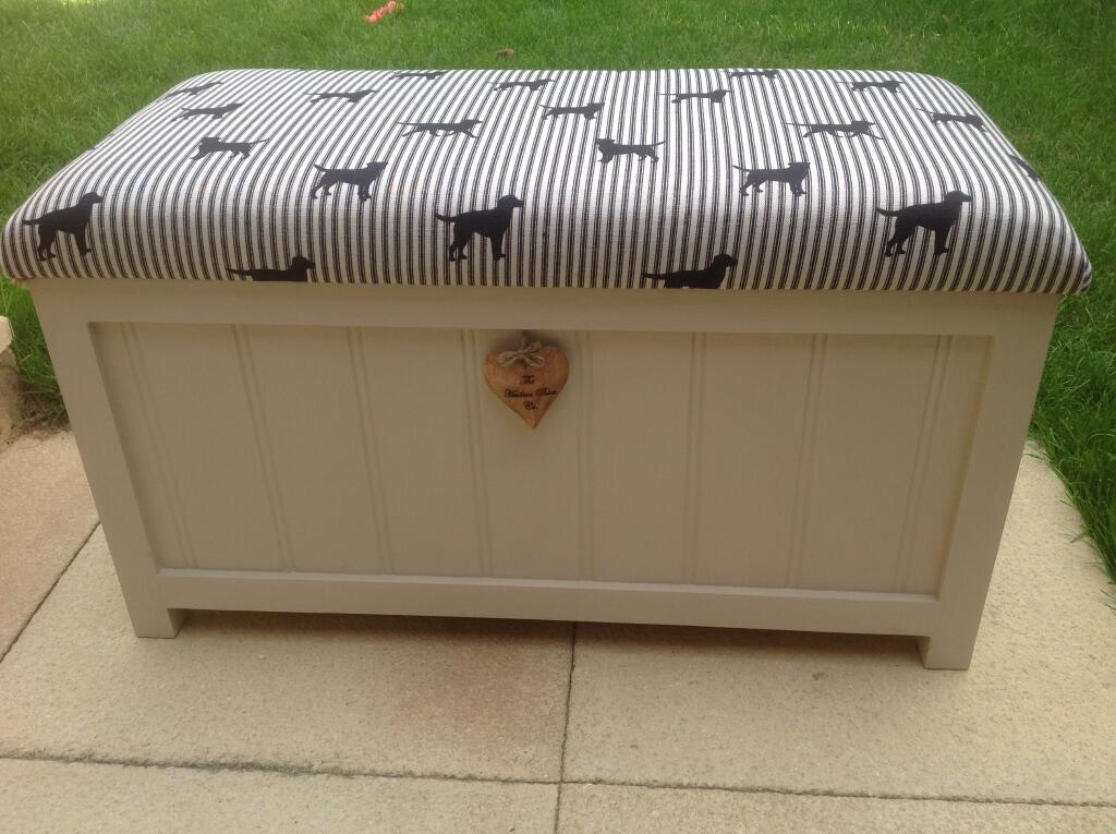 Blanket-box-with-Labrador-fabric-by-The-Hudson-Box-Company-wallpaper-wp424150-1