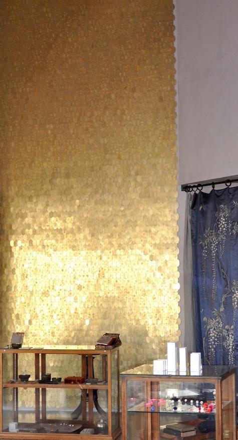Brass-disc-wall-wallpaper-wp424223
