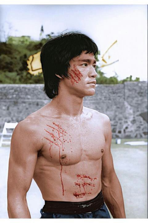 Bruce-Lee-on-the-set-of-Enter-the-Dragon-wallpaper-wp4405394